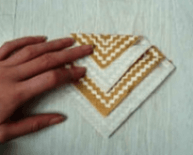 Укладывание салфетки на тарелку